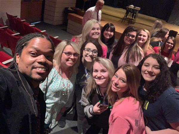 Landau and the students and staff selfie