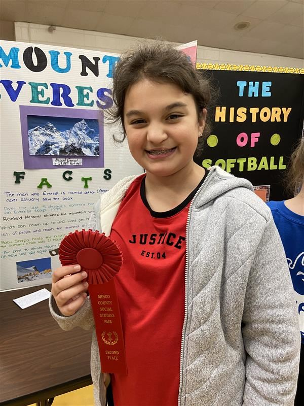 Linsie Hall wins 2nd Place for Mount Everest at County Social Studies Fair
