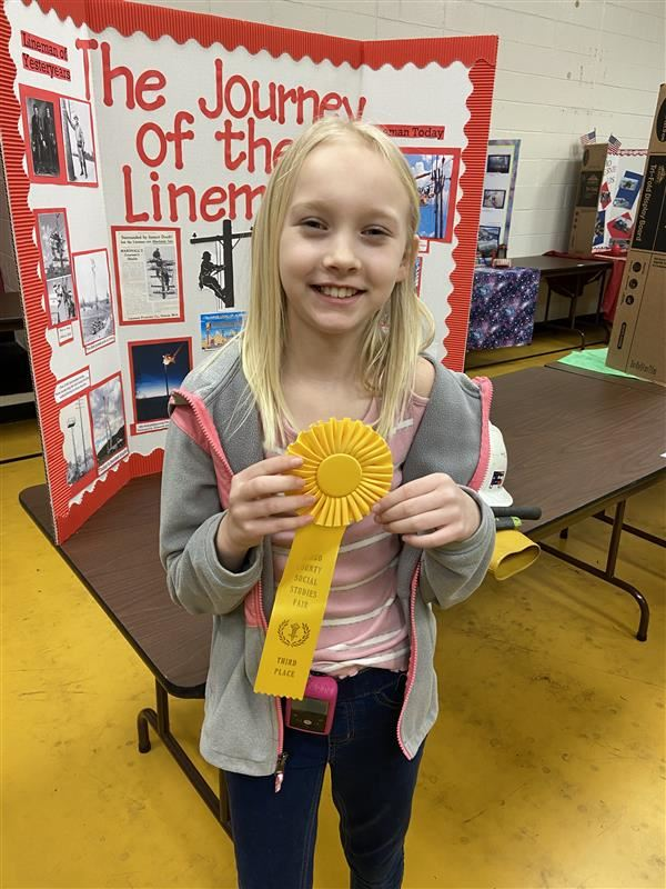 Ryleigh Baisden wins 3rd place at County Social Studies Fair for Journey of a Lineman